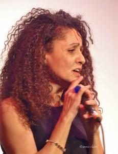 Houria Cheurfa est une grande voix de Ménilmontant., elle assuré admirablement dans l'exercice Piaf en direct, bravo bravo bravo.