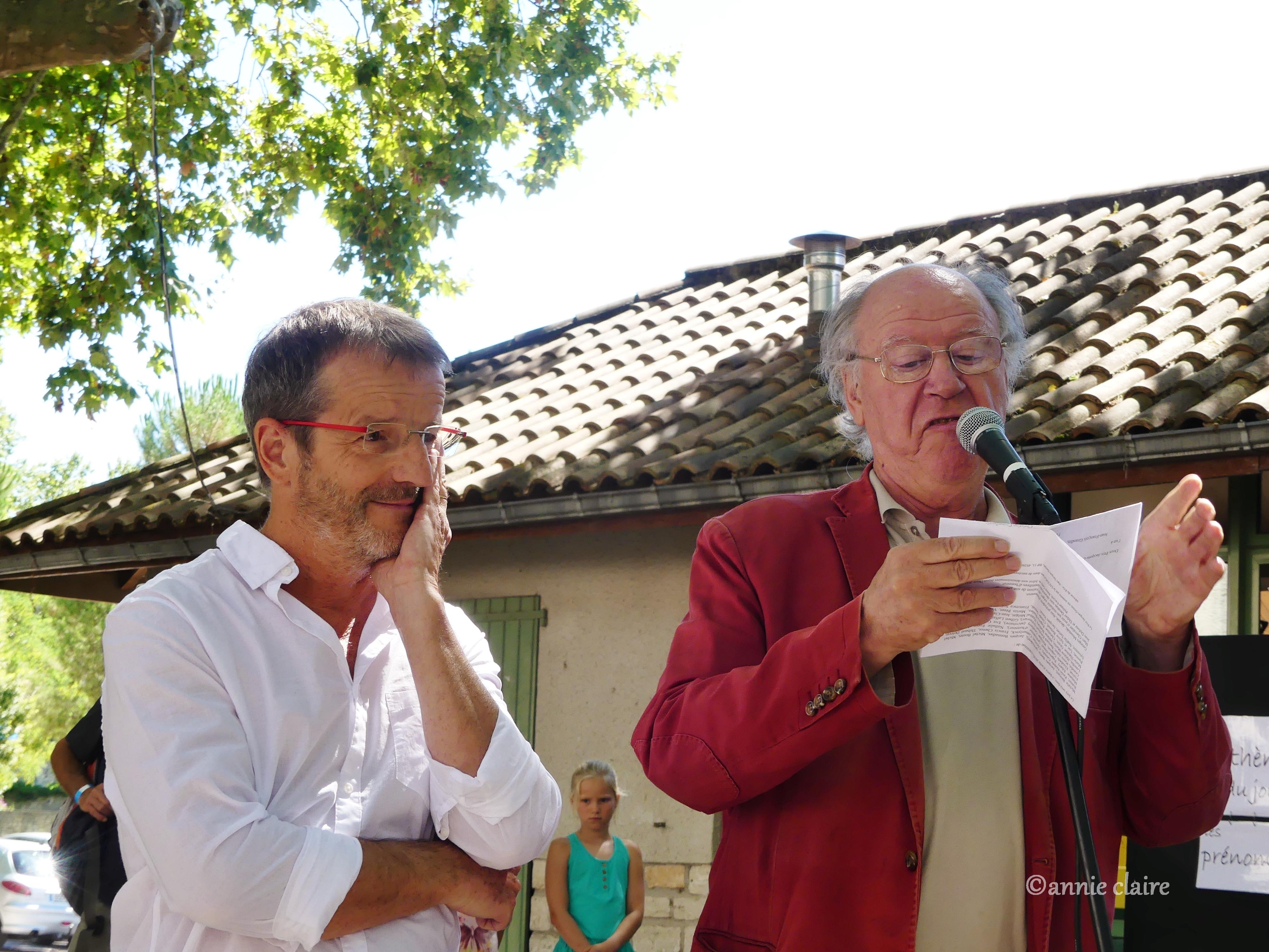 Jean-François Grandin reçoit le Prix Jacques Douai des mains de Jacques Bertin ©annie claire 01.08.2016