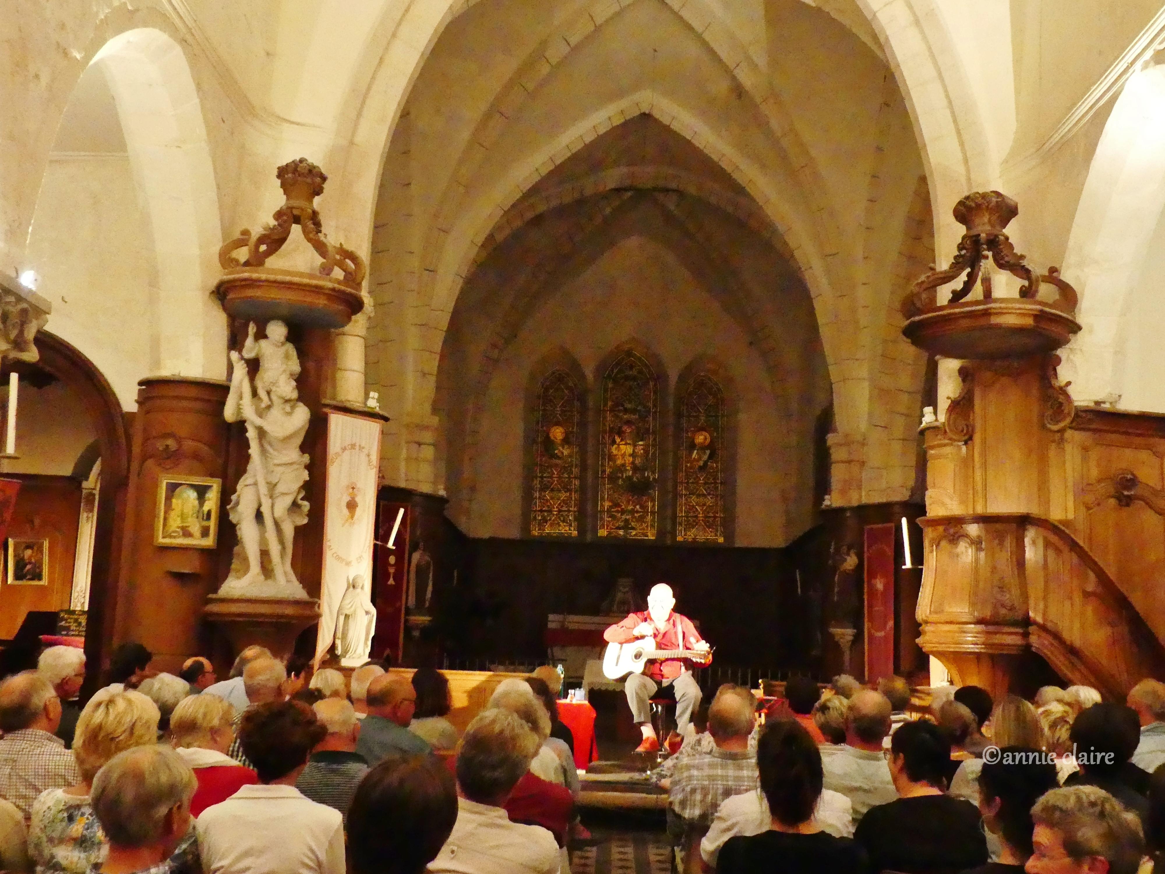 Gérard Morel dans l'église de Vauchamps ©annie claire